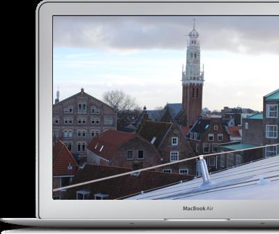 laptop met foto op scherm