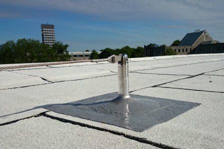 dak anker op wit dak